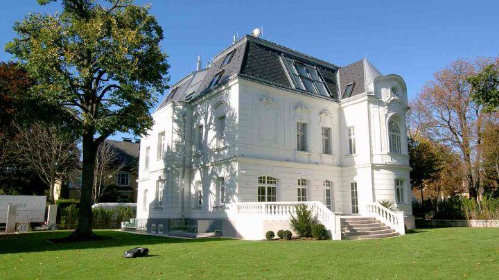 Rekonstruktion einer historisch wertvollen wiener villa for Modernes haus wien