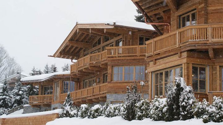 Luxus chalet in kitzb hel mit hessl holzfenster for Modernes wellnesshotel tirol