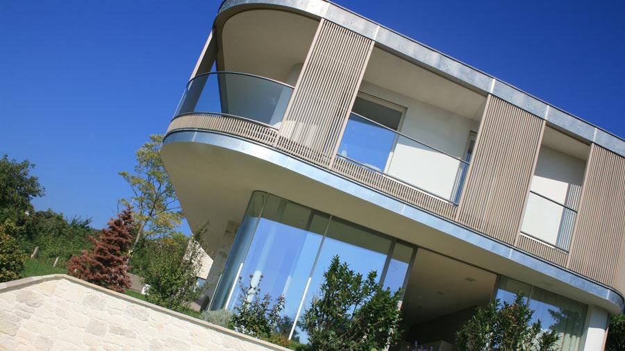 glasgel nder ganzglasgel nder balkon oder sicherheitsglas gel nder f r licht und offenheit in. Black Bedroom Furniture Sets. Home Design Ideas
