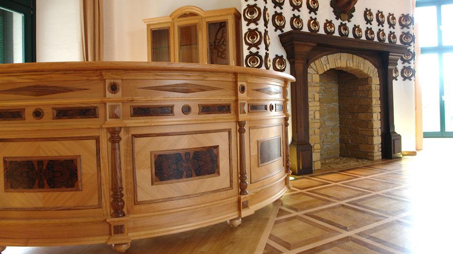 jagdschloss esterhazy handwerkskunst auf allerh chstem niveau hessl. Black Bedroom Furniture Sets. Home Design Ideas