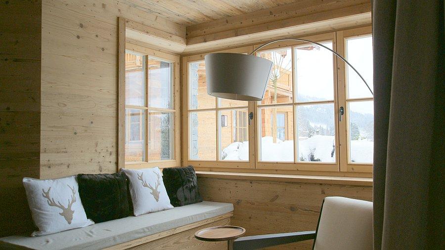 luxus chalet in kitzb hel mit hessl holzfenster ausgestattet hessl. Black Bedroom Furniture Sets. Home Design Ideas